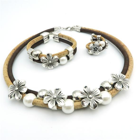 Colier din pluta cu flori si perle