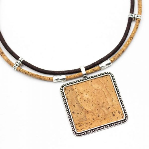 Colier cu medalion patrat - maro3