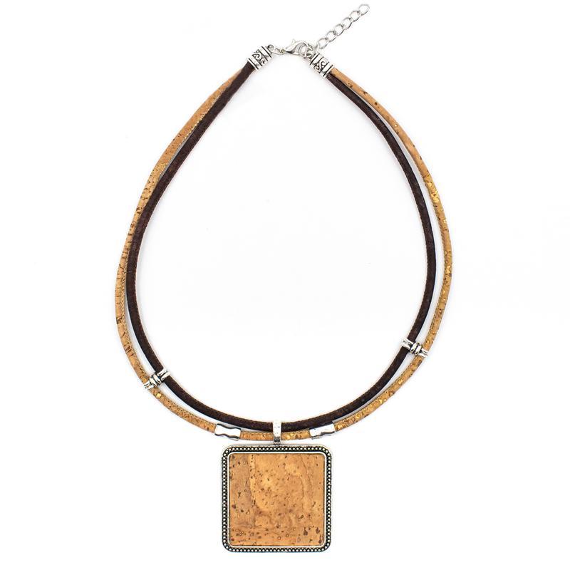 Colier cu medalion patrat - maro