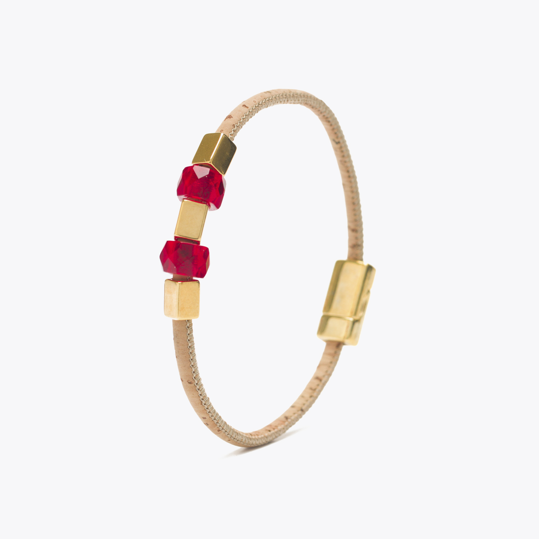 Bratara cu ornamente aurii si sticla rosie