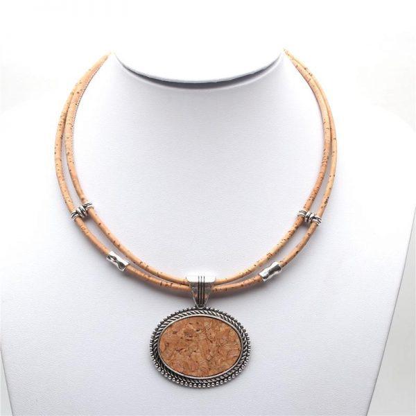 Colier din pluta cu medalion oval