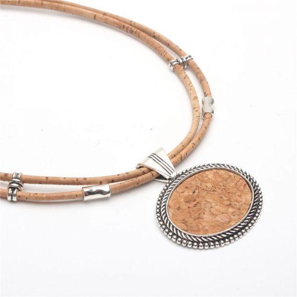 Colier din pluta cu medalion oval2