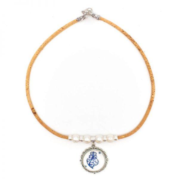 Colier cu medalion si perle